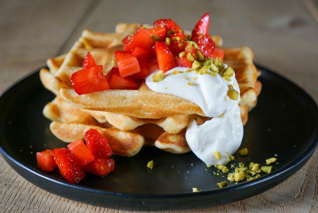 Ricotta Waffeln mit Cheesecakecreme und Erdbeeren